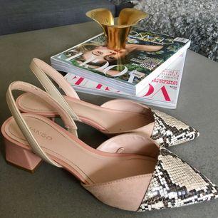 Säljer dessa superfina och bekväma mules från mango. Skorna är endast använda en dag och är därför i perfekt skick. Köpa för 349kr 🌸🌸  Kolla gärna mina andra annonser för samfrakt!