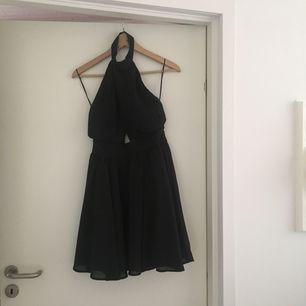 Fin festklänning från Missguided. Använd en gång. Köparen står för frakt🍹