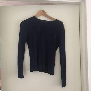Blåglittrig stickad tröja från Zara. Köpare står för frakt✨