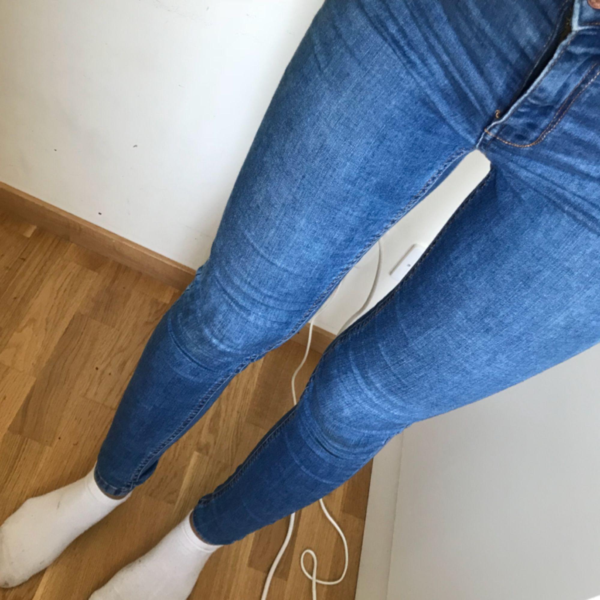 Molly jeans. Frakt tillkommer på 30kr.. Jeans & Byxor.
