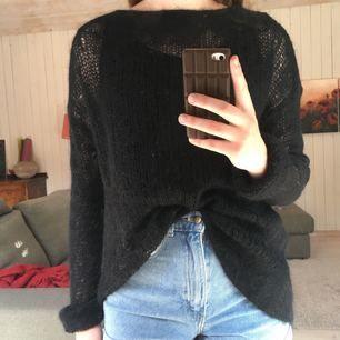 Jättefin tröja från & Other Stories!! Så fint stickad, lite fluffig 🦄