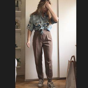 Coola och framförallt extremt sköna beiga byxor, säljer nu pga har liknande!