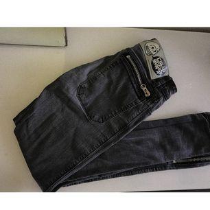 Ett par gråa jeans från cheap monday, super snygga & hyfsat så stretchiga.  150 + frakt