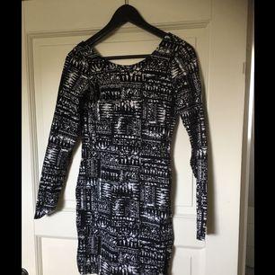 Klänning från Gina tricot. Använd ett fåtal gånger