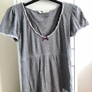 """Superfin tröja från Odd Molly, som tyvärr inte kommer till användning. Storlek 1, modell 391 """"Eat real chocolate"""". Tröjan är som ny 🌞 Kan frakta!"""