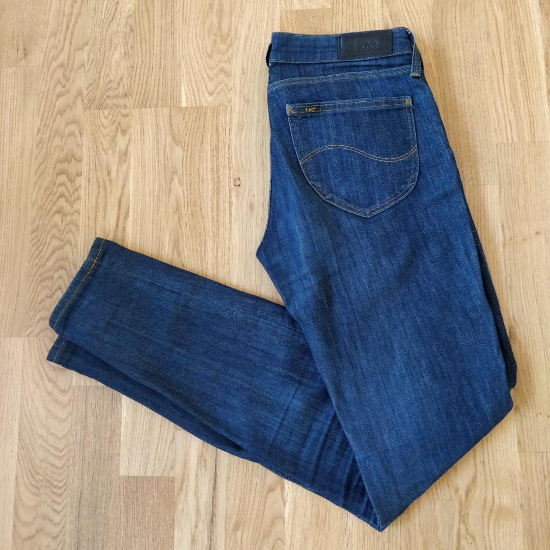 ee23cc089919 Tighta jeans med låg midja mörkbl - Jeans & Byxor - Second Hand