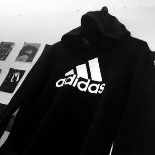 Adidas hoodie i storlek 164 Använd ett få antal gånger
