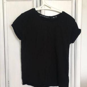 45kr styck frakt inräknat. en svart boxig T-shirt (använd 1 gång) så i nyskick