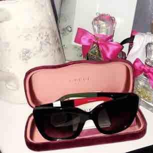 ab6e4fd7b241 Brug kun Glamourøse solbriller fra GUCCI. Købt hos Synoptik i maj