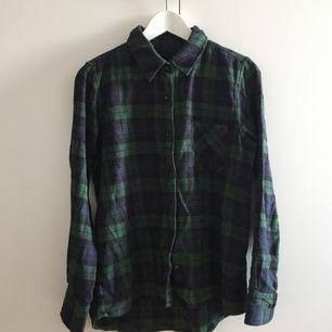 grön/mörkblå flanellskjorta från lager 157! väldigt mjuk och skön att ha på sig :))