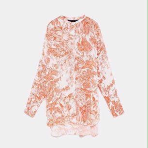 SÖKES!! Denna blus ifrån Zara! Storlek XS-S!! Betalar gärna lite mer så länge jag får tag i den!