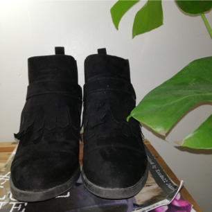 Sjukt snygga svart skor med liten klack. I gott skick. Köpare står för eventuell frakt. 🍑