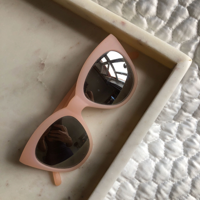 c71bd8a5b9a1 Märkes Solglasögon 1. QUAY Rosa - 150kr 2. SPITFIRE - 100kr 3.