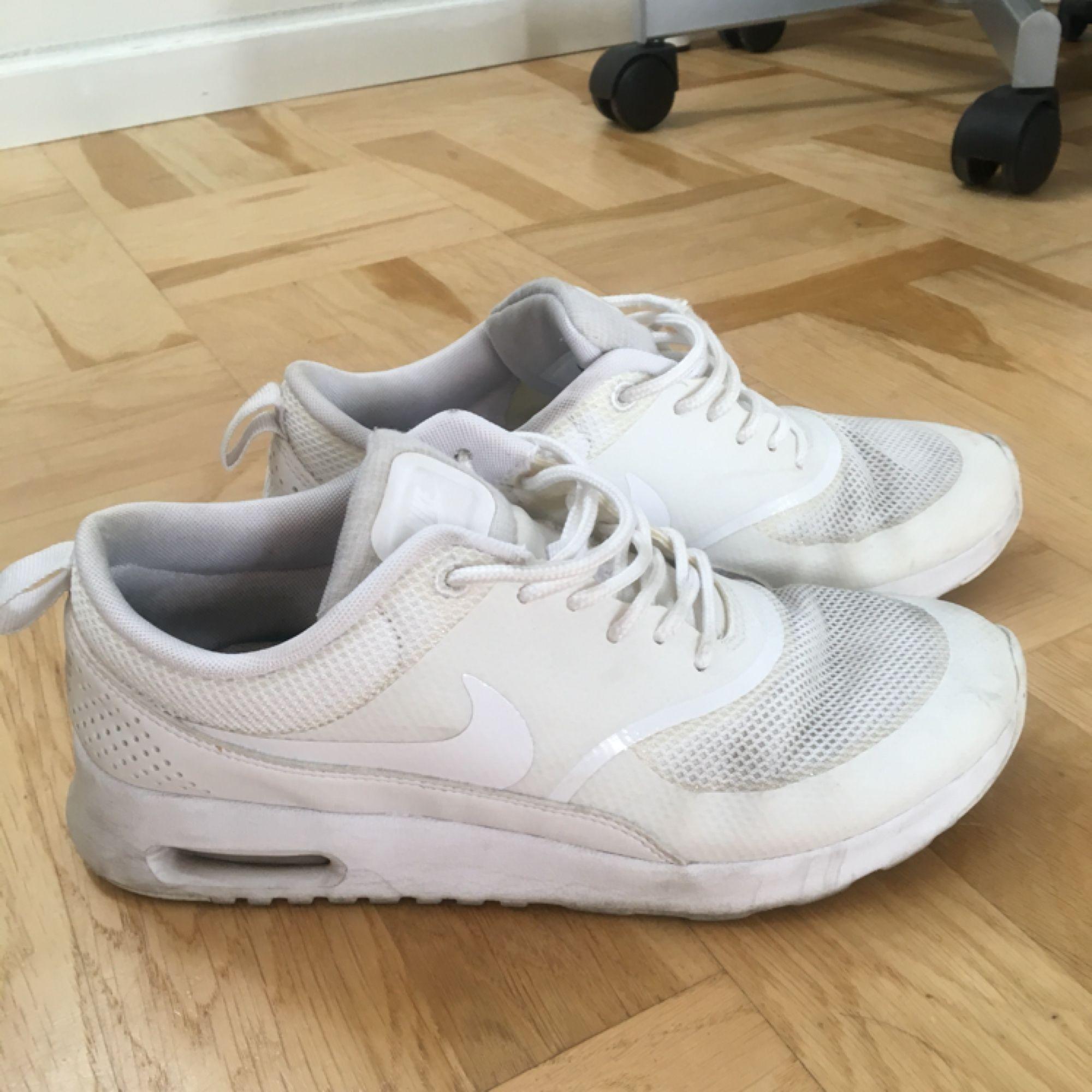 buy online f9b12 b24c8 Säljer mina Nike Air Max Thea i storlek 38. Skorna är i fint skick, ...