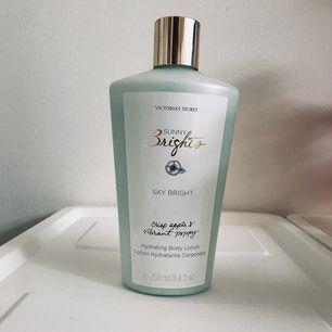 Näst intill helt oanvänd body lotion från Victorias Secret. 250 ml, 50kr frakt