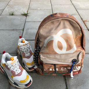 Supersnygg o omtalad Chanel Ryggsäck/Backpack I nytt skick Ingen box lr dustbag tyvärr utan säljer bara väskan.