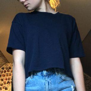 lite tjockare t-shirt från bikbok bra sick använt 1 gång