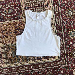 🌸 Söt vit crop top från H&M i mycket fint skick 🌸