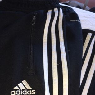 Adidas byxor, som nya