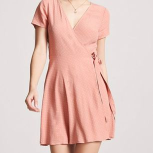 Riktigt fin helt ny klänning från Forever21! Billig att frakta! Kan skicka fler bilder om du vill ha! 🌈kolla gärna på allt annat jag säljer🌈