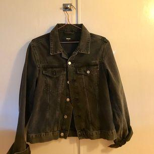 jeans jacka från Bikbok, är i bra skick!