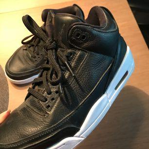 Äkta Air Jordan 3 Cyber Monday, använda ca 1-3 gånger. Säljer pågrund av fel storlek för mig :)