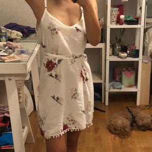 Genomskinlig klänning från Zaful, söt och lätt material Möts upp i Stockholm eller fraktar! :)
