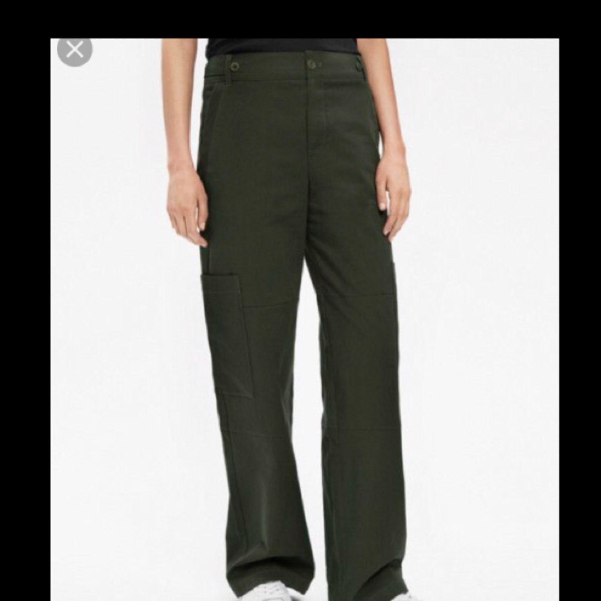 ed7ac77d9 Utility pants med stora fickor på sidorna av benet från Filippa K, använda  en gång ...