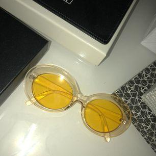 Jätte fina vintage inspirerade solglasögon får na-kd ⛔️fraktar ej⛔️