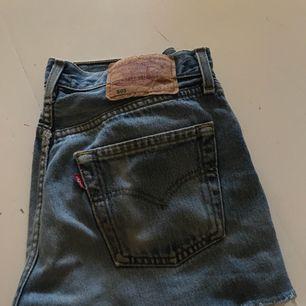 Fina jeansshorts från Levi's  Köparen står för frakten