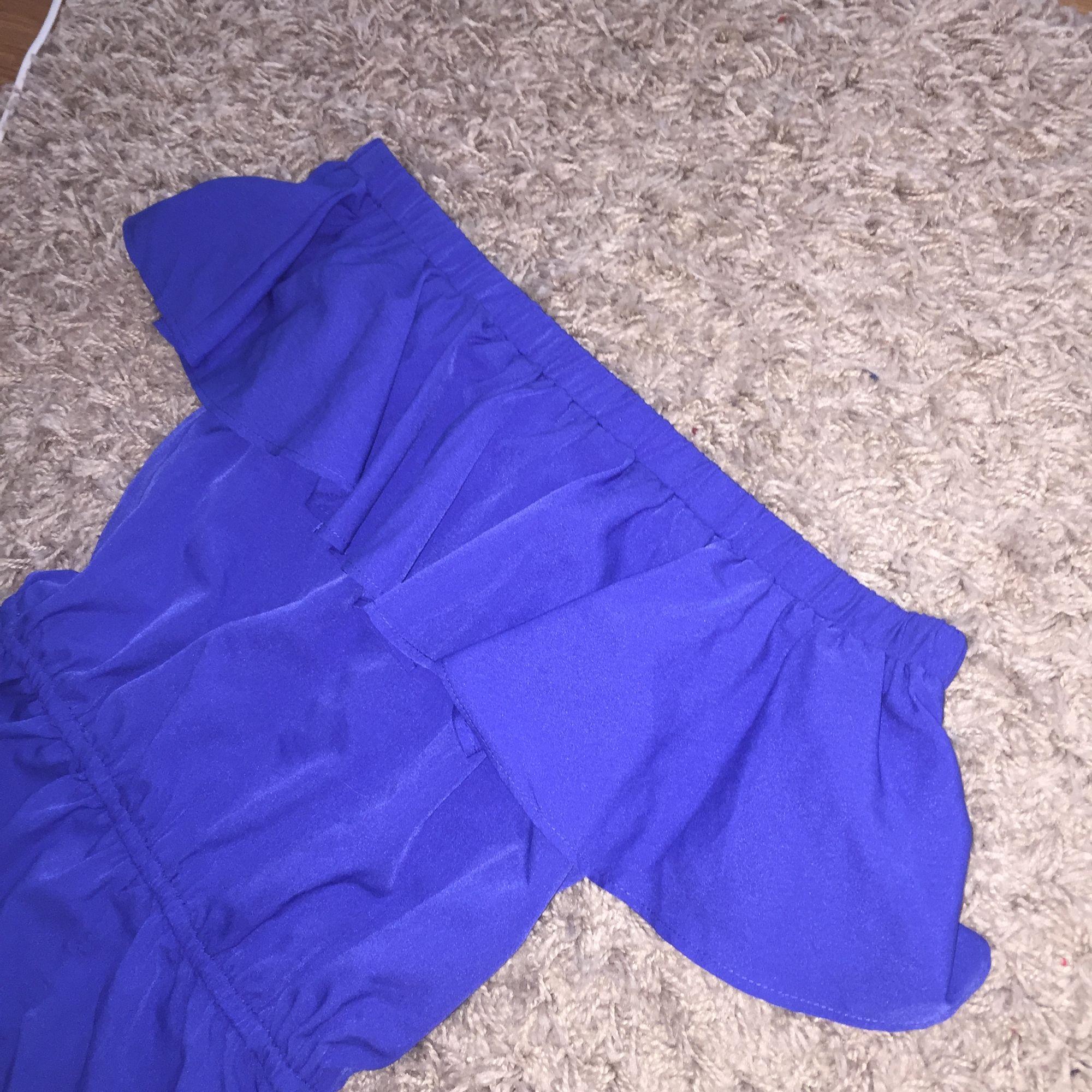 Jättesöt och somrig jumpsuit inköpt på zalando! Strl 152 i barn så typ Xs!. Övrigt.