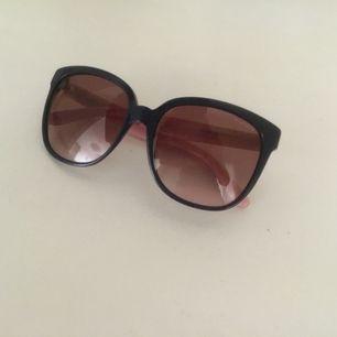 Solglasögon Tommy Hilfiger