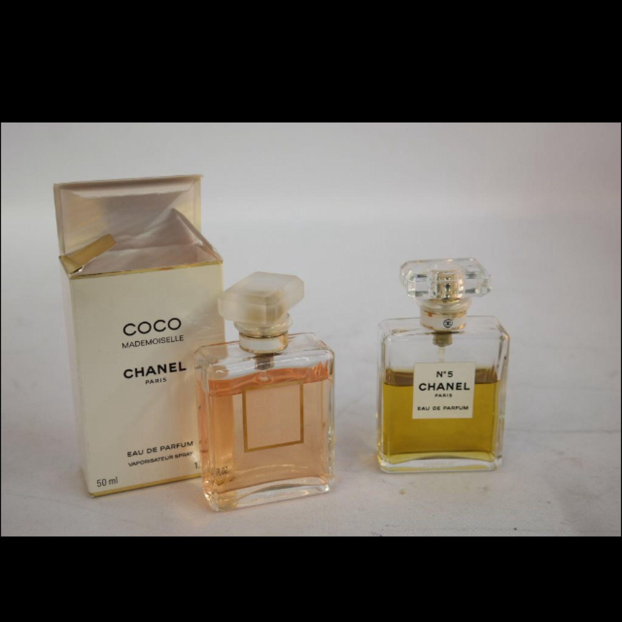 2 Chanel parfymer (Coco Chanel & Chanel N5) Har använt båda två och båda två för 699:-  . Accessoarer.