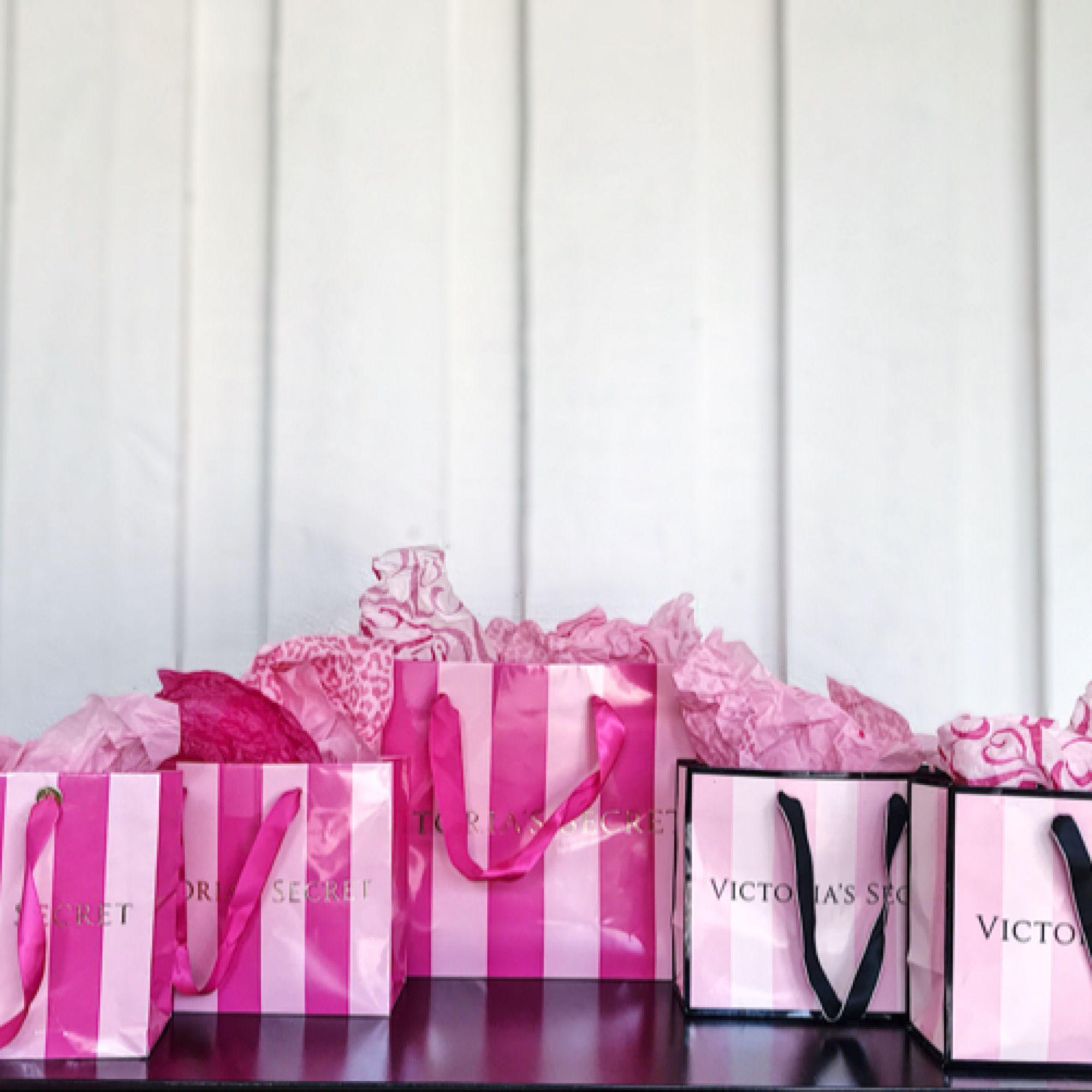 40kr styck  4 Små 1 Stor Varorna kan säljas ihop eller separat!✨ Rosa papper säljs med påsarna. ✨ Alltid spårbar frakt!✨. Övrigt.