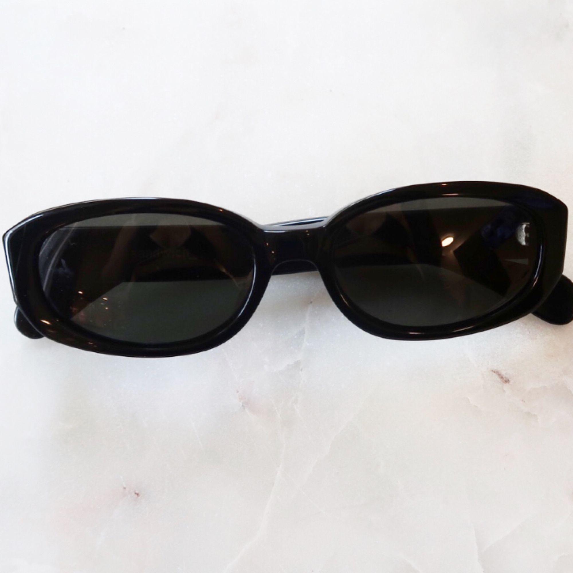 Retro solbrillor  Oanvända mkt bra skick!  Köpta second hand . Accessoarer.