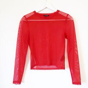 Röd mesh tröja från monki, knappt använd! Mkt bra skick