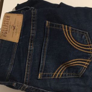 Super skinny jeans från Hollister! Sitter grymt bra på kroppen! Säljer för att de tyvärr blivit alldeles för små! Fraktar men står ej för kostnaden