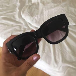 Solbrillor, använda fåtal gånger så de är i fint skick! Frakt ingår. 🌷