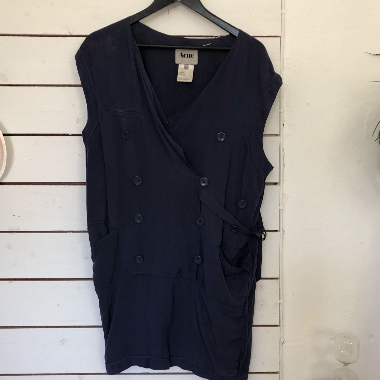 Blus/tunika/klänning från Acne, finns en fläck på höger ficka. . Blusar.