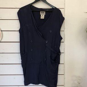 Blus/tunika/klänning från Acne, finns en fläck på höger ficka.