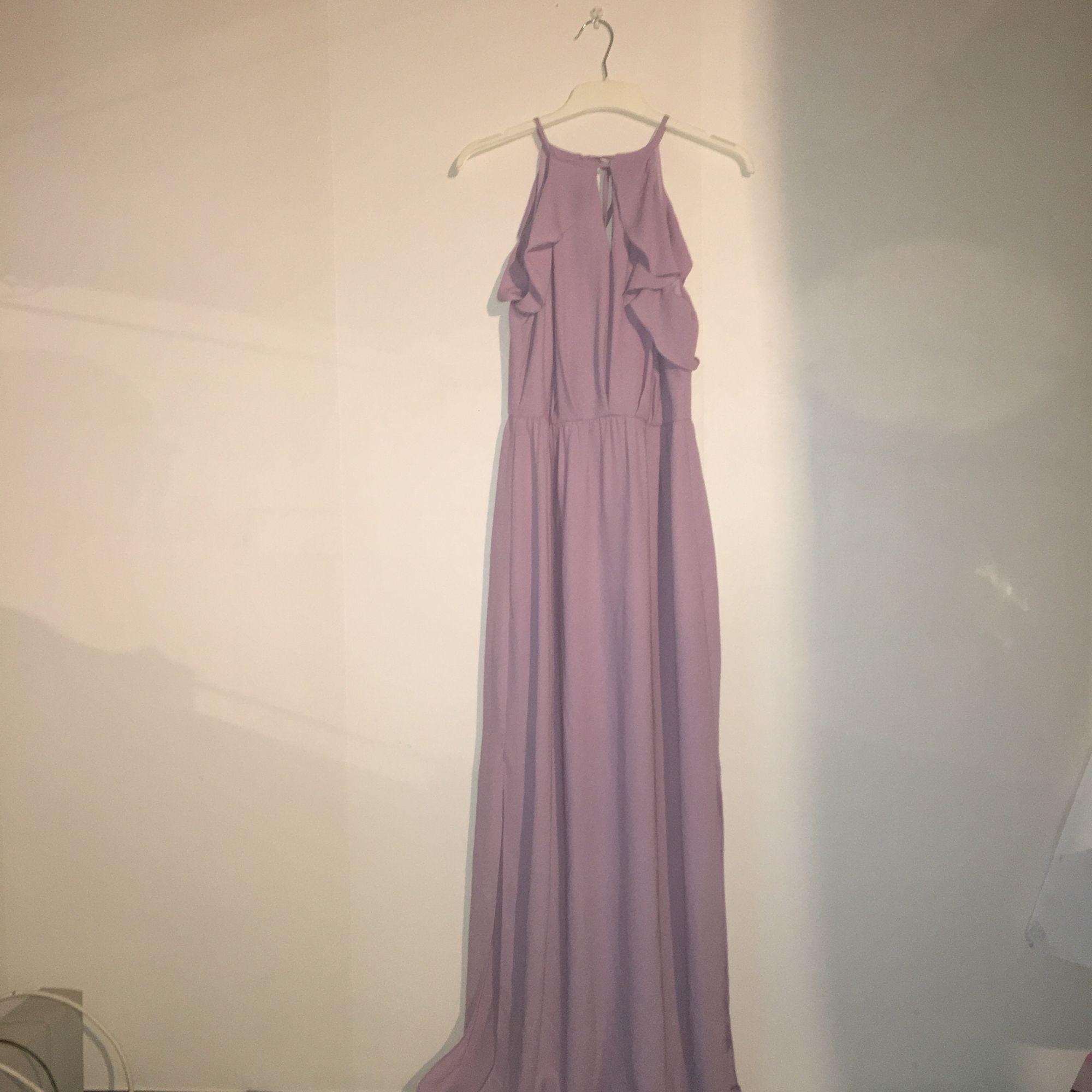 25ebfe6f04db Vacker lila långklänning använd vid ett tillfälle som ny Gjorts om så att  den är mer ...