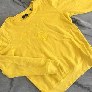 Sparsamt använd GANT tröja i storlek S!