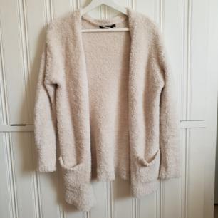Underbart mjuk och härlig tröja från Bikbok som säljs på grund av att jag inte kan ha XS längre. 40kr+frakt