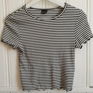 Snygg t-shirt från Gina Tricot! Knappt använd. 50kr+frakt
