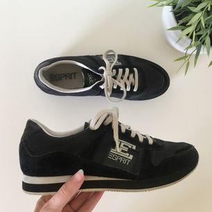 Helt nya skor från Esprit. Tycker själv de är väldigt snygga men de har aldrig kommit till användning då jag har flera liknande ~ frakt 70kr