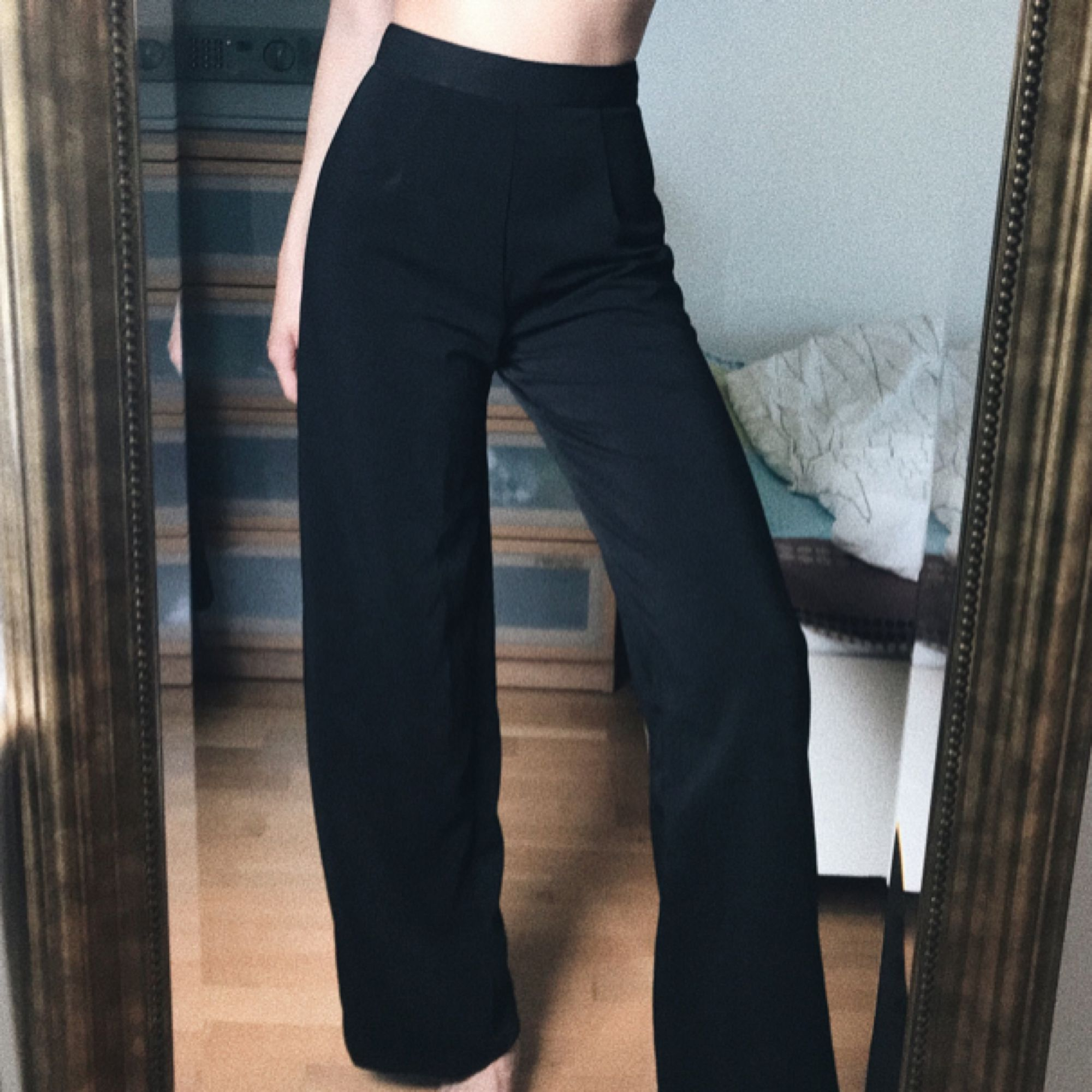 Raka kostymbyxa, knappast använda! ❤️ passar xs-s.. Jeans & Byxor.