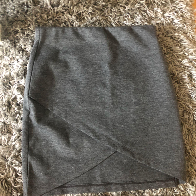 Fin kjol från gina tricot knappt använd. . Kjolar.