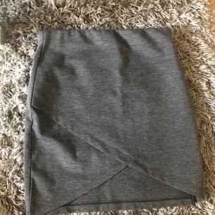 Fin kjol från gina tricot knappt använd.