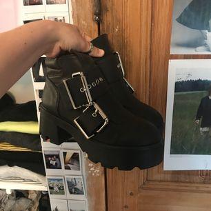 Ett par sjukt snygga skor i veganskt läder från UNIF. Helt oanvända. 🌸Köpare står för eventuell frakt.🌸