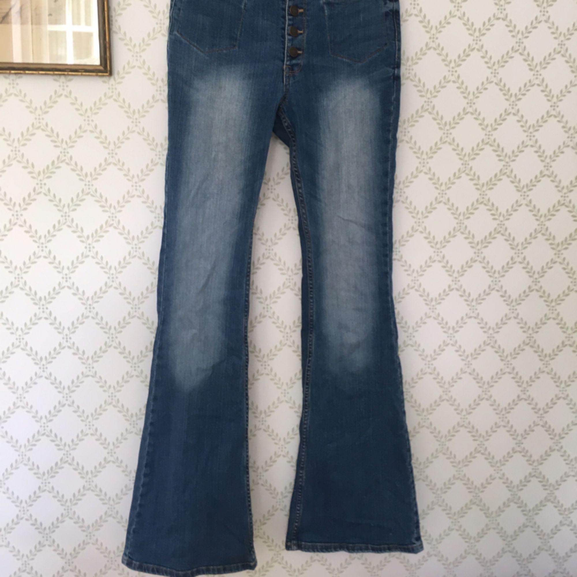 Högmidjade jeans som blivit för små för mig med bootcut. Väl använda men  bra skick ... 127ad60ac80d4